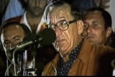 Il-Perit Dom Mintoff irriżenja minn Prim Ministru u Kap tal-Partit Soċjalista fl-1984 u għadda t-tmexxija f'idejn Karmenu Mifsud Bonnici, li kien falliment sħiħ.